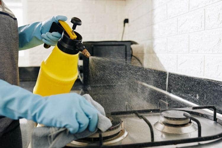 Comment nettoyer les grilles de cuisson ?