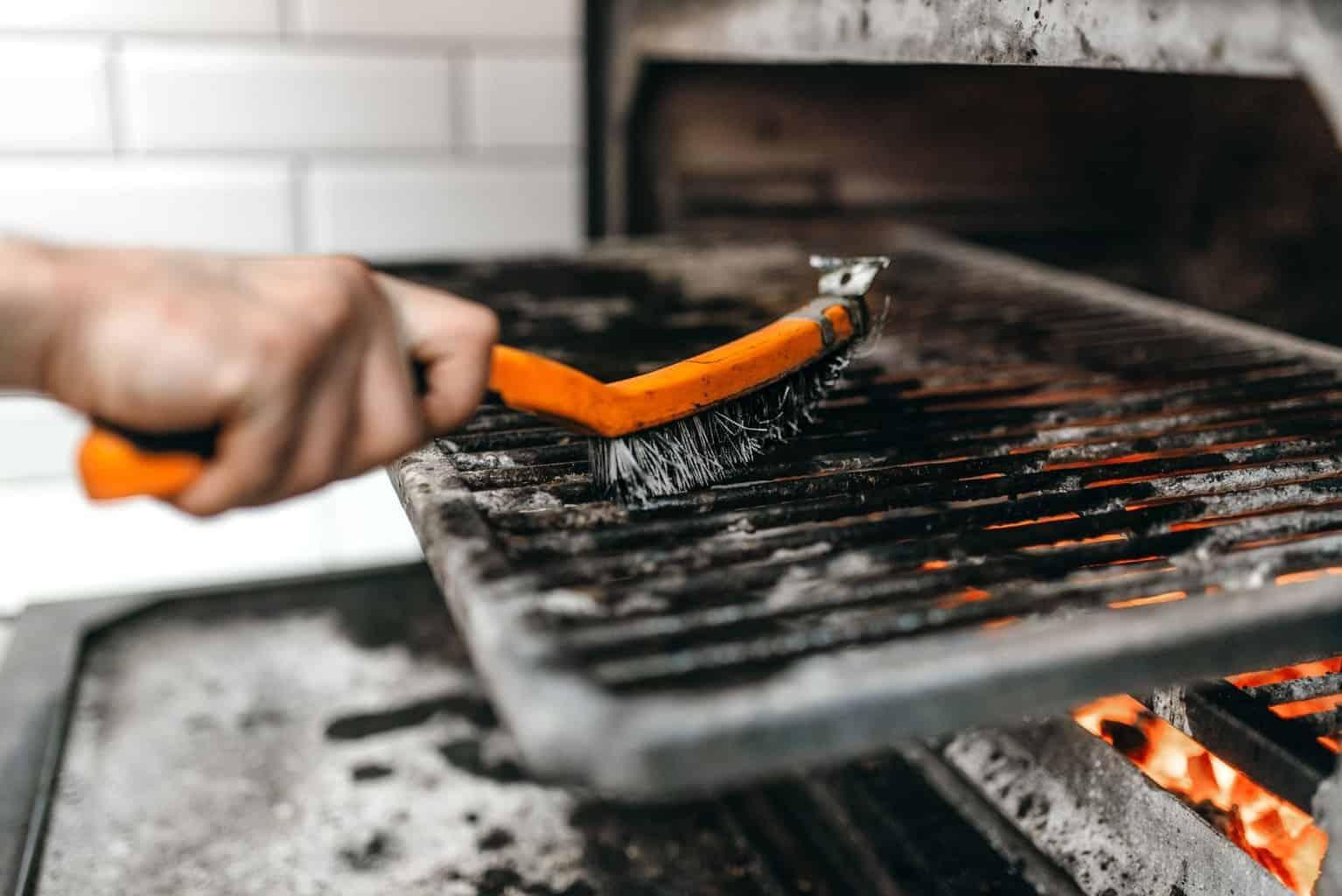 Comment nettoyer un barbecue et une plancha ?